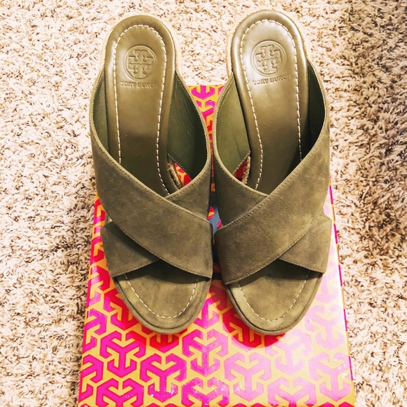 Tory Burch Shoes - Tory Burch Bailey Wedge Sandal Size 8